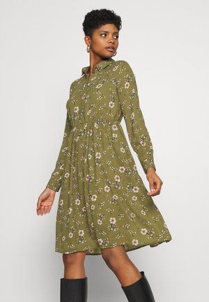 VMGALLIE DRESS - Shirt dress - beech/gallie