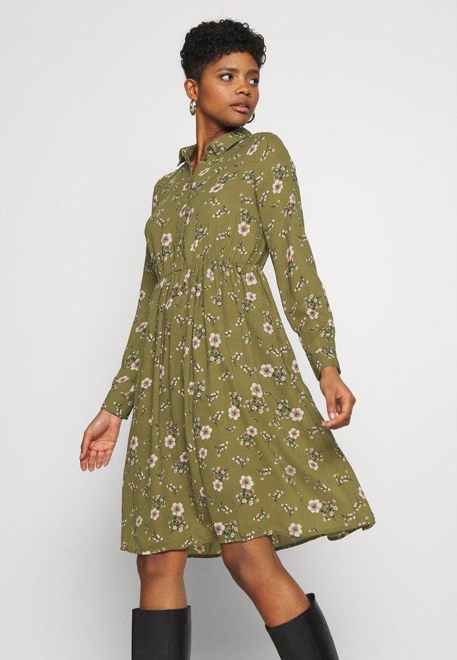 VMGALLIE DRESS - Shirt dress - beech/gallie