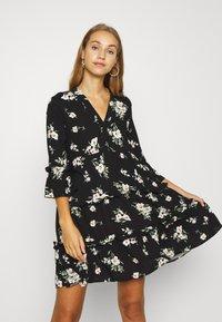 Vero Moda - VMSIMPLY EASY 3/4 WVN G - Denní šaty - black/sandy black - 0