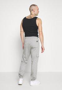 Brooklyn Supply Co. - PINSTRIPE CARGO - Tracksuit bottoms - grey - 2