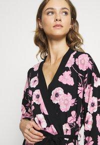 LASCANA - KIMONO - Dressing gown - black/pink - 3