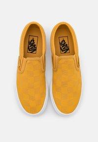 Vans - CLASSIC UNISEX - Slip-ins - honey gold/deep mint - 3