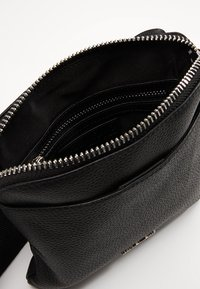 Valentino by Mario Valentino - DAVOS - Across body bag - black - 3