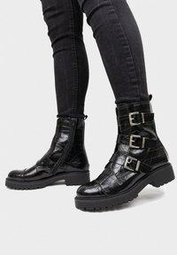 Maria Barcelo - Cowboy/biker ankle boot - black - 1