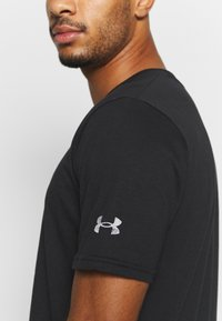 Under Armour - ROCK BRAHMA BULL - Print T-shirt - black/offwhite - 4