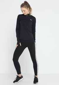 Under Armour - STREAKER HALF ZIP - T-shirt de sport - black/black