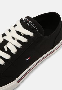Tommy Hilfiger - CORE CORPORATE  - Sneakers laag - black - 6