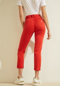 Guess - STICKEREI - Trousers - rot - 2