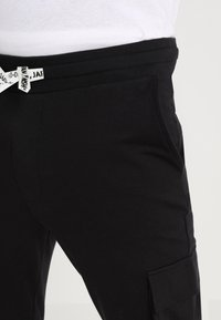 Only & Sons - ONSWF KENDRICK - Pantalon de survêtement - black - 4
