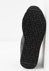 Tommy Hilfiger - DRESSY WEDGE  - Sneakersy niskie - black - 6