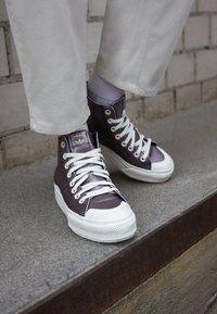 adidas Originals - NIZZA PLATFORM MID - Sneakers alte - core black/offwhite - 4