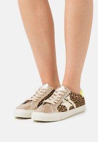Kaporal - MOUNA - Sneakersy niskie - or - 0