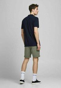Jack & Jones - 2 PACK - Shorts - dusty olive - 3