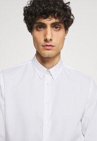 Kronstadt - JOHAN EASY CARE  - Kostymskjorta - white - 4