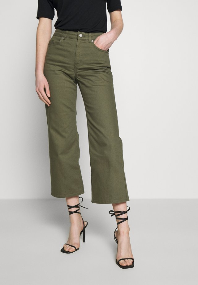 DORIS - Flared Jeans - dlichgreen