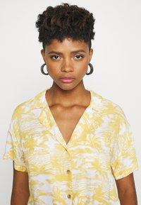 Hollister Co. - RESORT TEXTURE UPDATE - Button-down blouse - yellow - 3