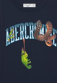 Abercrombie & Fitch - WESTERN IMAGERY PRINT LOGO - Print T-shirt - dark blue - 2