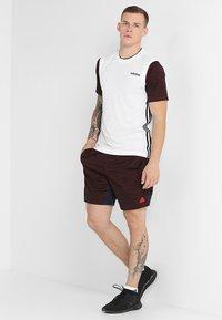 adidas Performance - 3STRIPES AEROREADY SLEEVELESS T-SHIRT - Camiseta de deporte - white - 1
