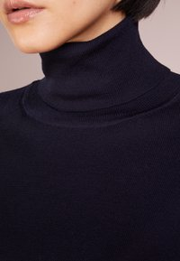 Filippa K - ELBOW SLEEVE - T-shirts - navy - 4