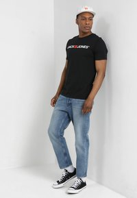 Jack & Jones - JJECORP LOGO CREW NECK  - T-shirt print - black - 1