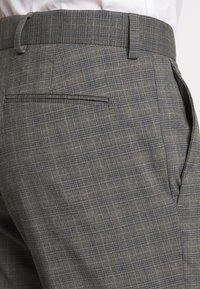 Isaac Dewhirst - CHECK SUIT - Oblek - grey - 6