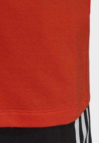 adidas Originals - TREFOIL TEE - T-shirt print - energy orange/cardboard - 8