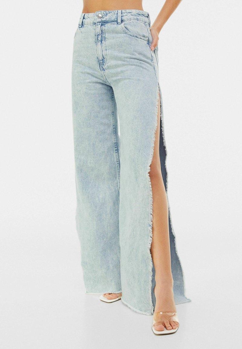 Bershka - WIDE LEG - Flared Jeans - light blue