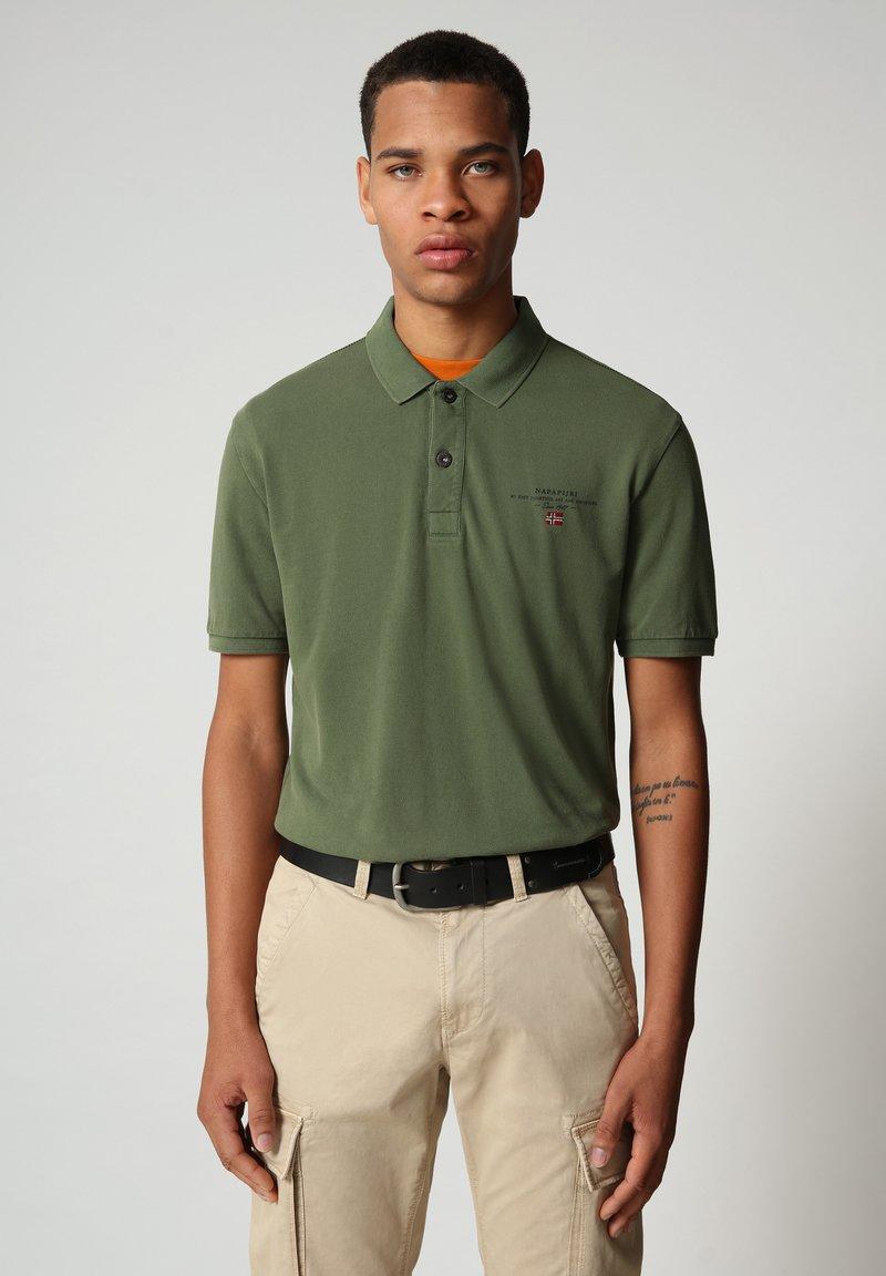 Napapijri - ELBAS - Polo shirt - green cypress