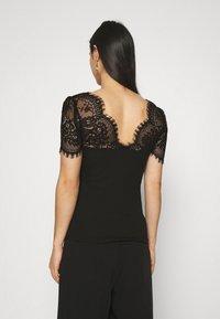 Morgan - DENATA - Print T-shirt - noir - 2