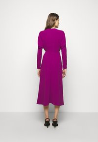 Victoria Beckham - LONG SLEEVE DOLMAN MIDI - Cocktailkjole - orchid - 3