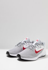 Nike Performance - DOWNSHIFTER  - Løbesko stabilitet - wolf grey/university red/white/black - 2