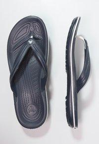 Crocs - CROCBAND FLIP UNISEX - Chanclas de dedo - navy - 1