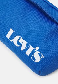 Levi's® - SMALL BANANA SLING VINTAGE MODERN LOGO UNISEX - Bum bag - jeans blue - 3