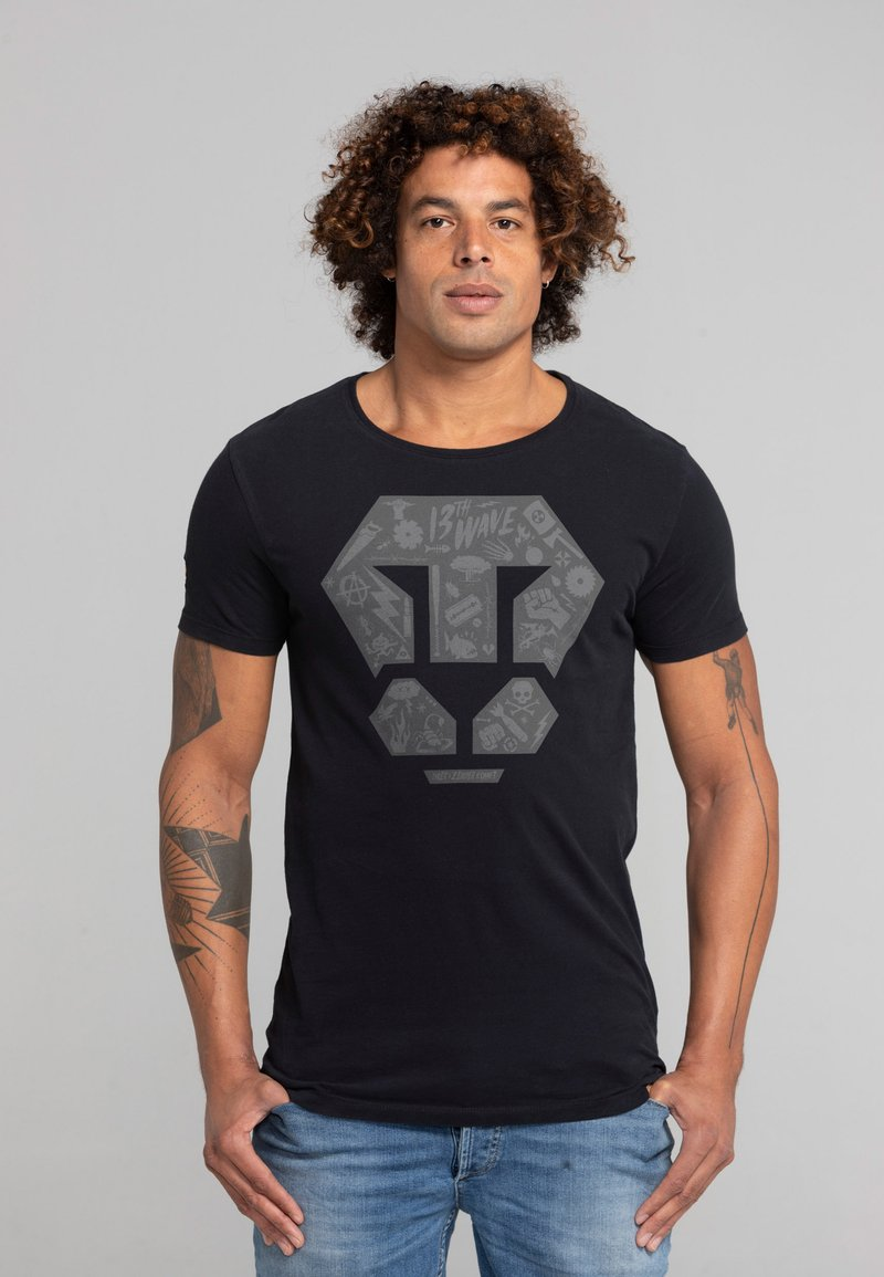 Liger - LIMITED TO 360 PIECES - ZENDER - PATCH - Print T-shirt - black