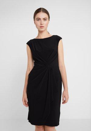 MATTE SVET - Pouzdrové šaty - black