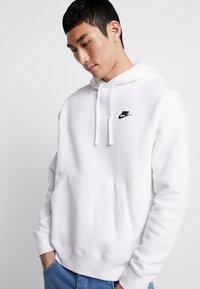 Nike Sportswear - CLUB HOODIE - Felpa con cappuccio - white/black - 3