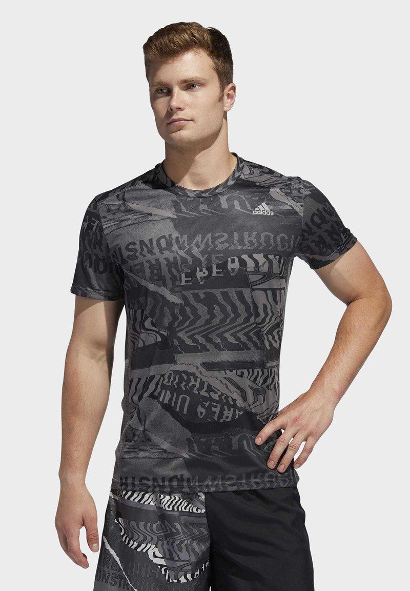 adidas Performance - OWN THE RUN GRAPHIC T-SHIRT - Triko spotiskem - grey/black