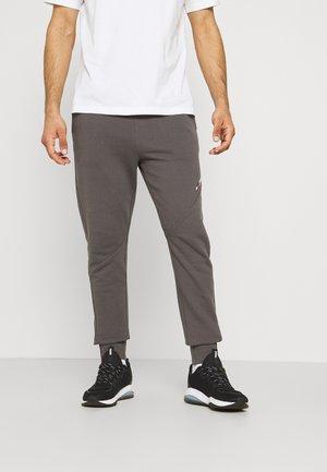 LOGO PANT - Teplákové kalhoty - grey