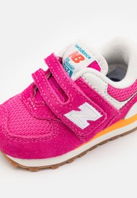 New Balance - IV574HP2 - Trainers - pink - 5