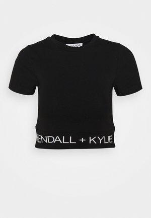 LOGO WAIST - T-shirt z nadrukiem - black
