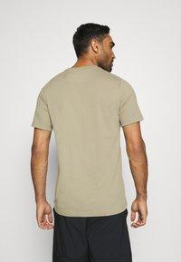 Nike Performance - DRY TEE CREW SOLID - Basic T-shirt - mystic stone/black - 2