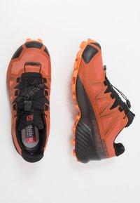 Salomon - SPEEDCROSS 5 GTX - Chaussures de running - burnt brick/black/exuberance - 1