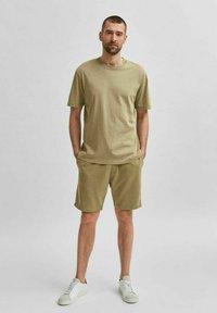 Selected Homme - Shorts - aloe - 1