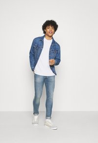 Levi's® - RELAXED FIT TEE UNISEX - Print T-shirt - white - 1