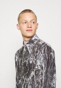 Martin Asbjørn - JOSHUA SHIRT - Shirt - silver grey - 7