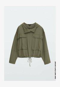 Massimo Dutti - MIT TASCHEN UND KAPUZE - Summer jacket - khaki - 0
