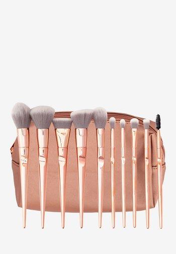 ROSE GOLDMAKEUP BAG + 10 ROSE GOLD ERGONOMIC BRUSHES - Makeup brush set - mix