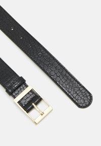 Pieces - PCALIYA WAIST BELT - Waist belt - black/gold-coloured - 1