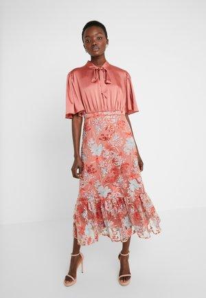 EXCLUSIVE DRESS - Juhlamekko - red