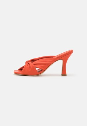 Heeled mules - coral